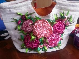sac avec fleurs en satin